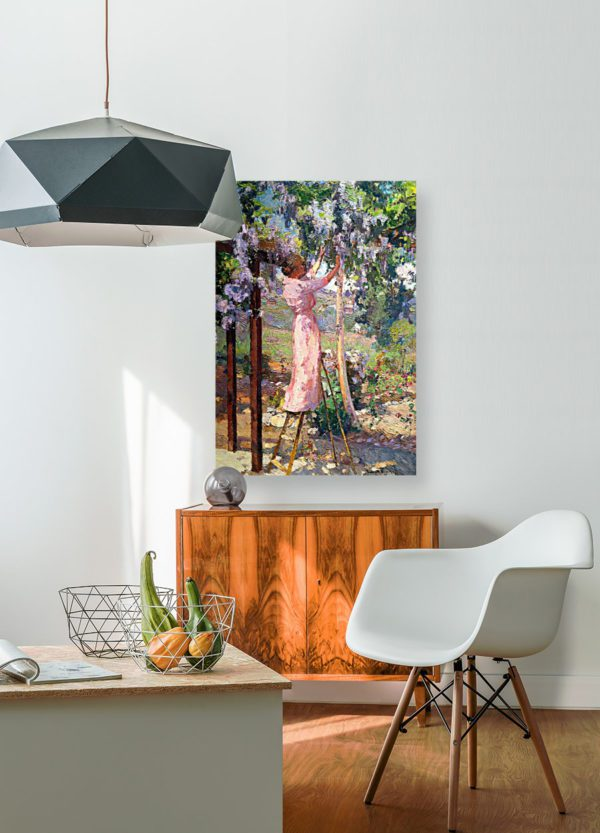 Photo of Mrs Bischoff painting in simplistic living room